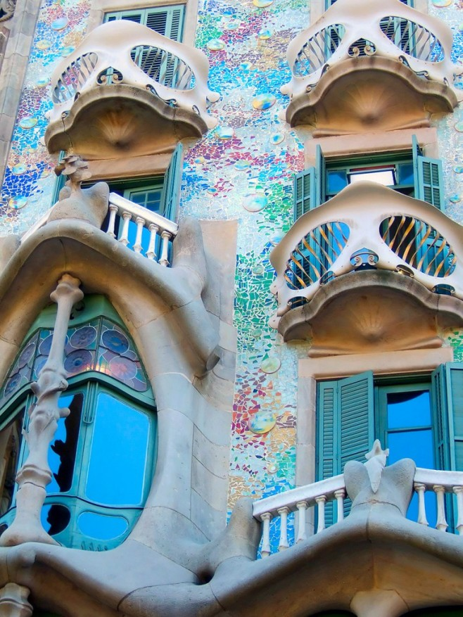 Antoni Gaudi : Spanish Architect 1852-1926
